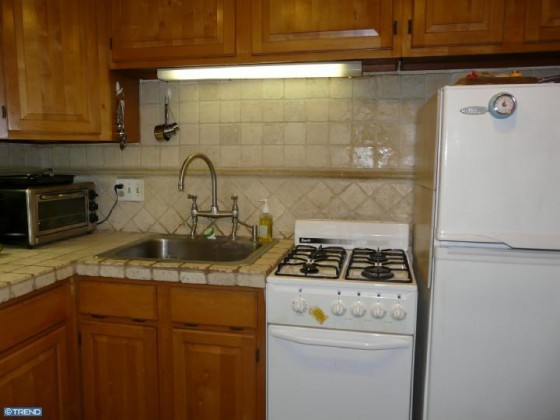 hit the kitchen lights cockroaches everywhere hit list 238 delancey st b ocf realty 8389
